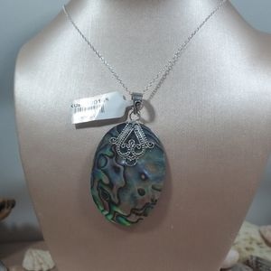 Jewelry - Nwt oyster shell necklace & pendant